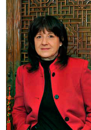 2010-rot-Kuechentuer_Frau-Kuan_Transparenz